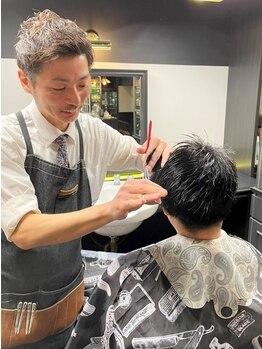 フラッパーズ(FLAPPER'S)の写真/理容師歴の長い店長がマンツーマンで施術! 繊細なカットテクで朝のスタイリングも簡単&時短が叶う♪
