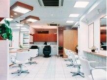 セラ(Sella)の雰囲気(白を基調とした店内は清潔感のあるゆったりくつろげる空間☆)