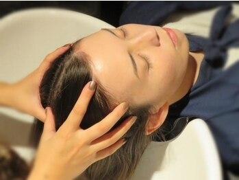 サロン 紫花 の写真/登録店限定エステシモによるヘッドスパは、マイクロスコープを使用し頭皮診断を行うことができます!