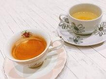 カペリベラ CapelliBella 香里園店の雰囲気(Nespressoのコーヒーやゆず茶など、こだわりのドリンク。)