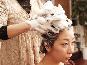 美源 ヘアー サロン(Hair Salon)の写真/至福の時間。『台湾仕込みの本格派ヘッドスパ』が人気♪【日本人に合う椿オイルヘッドSpa+肩マッサージ】
