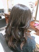 ヘアアンドメイク アネラ(Hair&make Anela)さり気ないインナーカラー×コテ巻き