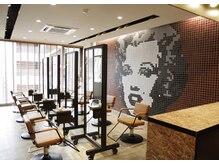 ジェム(gem by BUDDY HAIR)の雰囲気(3階フロアは8席と個室のヘッドスパルームがあります)