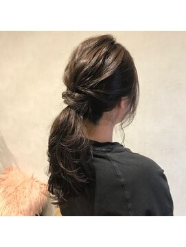黒髪セミロングのおすすめ簡単ヘアアレンジ・前髪アレンジ
