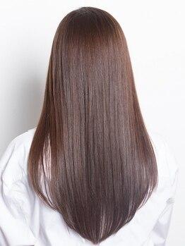 プログレス 成田店(PROGRESS by ヂェムクローバーヘアー)の写真/ダメージレスで髪にも優しいナチュラルな仕上がりが自慢!艶と潤いが髪全体に広がるサラツヤ美髪縮毛矯正!