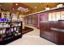 ヘアープレイス ダブリュー 寝屋川店(HAIR PLACE W)の雰囲気(和を取り入れた店内は落ち着いた雰囲気となっております)