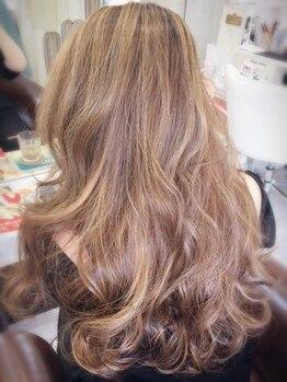 カリーナヘアー(carina hair)の写真/抜け感たっぷりな外国人風カラーもお任せ☆ハイライト・ローライトでちょこっと個性がオシャレ◎