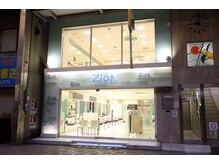 シオン 蒲田西口店(Zion)の雰囲気(ガラス張りのポップでオシャレな外観。)