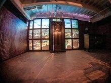 ラズリー(Lazliy)の雰囲気(日本初、エレベーターが開いた瞬間から溢れる非日常空間!)