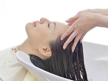 ヘアステージ ラプリュム(HAIR STAGE Ra Plume)の写真/美しい髪は頭皮ケアが大事!絶妙な力加減のマッサージで心身共にリラックス♪贅沢ケアでハリコシのある髪へ