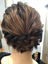 編込みまとめ髪スタイル