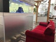 パレット ピエリ守山店(Palette)の雰囲気(大きな水槽を眺めながらゆったりとお掛けいただける待合)
