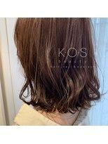 ケーオーエス(KOS beauty hair, nail & eyelash)ラベージュ×ゆる巻きボブ