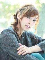 クィーンズガーデンバイケーツーギンザ(QUEEN'S GARDEN by K two GINZA)[K-two銀座]ピンいらずのゆるりとくるりんぱ夏のヘアアレンジ