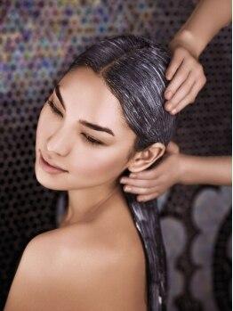 ディー エイチ ハル アヴェダ 横浜ベイクォーター店(Dh HAL AVEDA)の写真/【AVEDA】×【スパニスト】が生み出す究極のヘッドスパ★アロマの香りに包まれ、髪も心も最高級のRelax…♪
