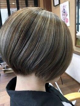 ヘア ロココ(hair LOCOCO)の写真/白髪を活かしたハイライトがファーストグレイ世代から大好評!オシャレなグレイカラーならLOCOCOにお任せ♪