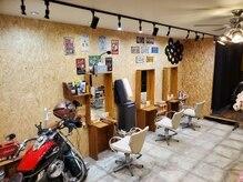 フィズヘアーアンドメイク(fizz hair&make)の雰囲気(一階は店内広々 贅沢に3席のみ♪二階はさらに贅沢 2席♪)