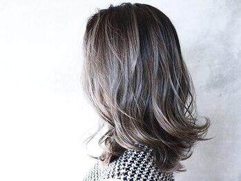 アイエムケイ(IMK)の写真/赤みの出やすい日本人特有の髪質も外国人の様な透明感カラーで作り込み過ぎない抜け感が実現。
