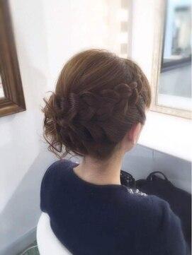 シニヨン ヘアアレンジ ラプラス(HAIR&MAKE STUDIO rapLus)編み込みサイドシニヨンアップ