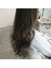 アリシア ヘアー(Alicia hair)シルバーアッシュ