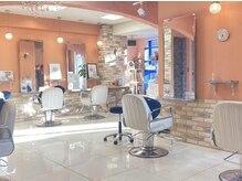メグヘアークリエーション 鶴見店(mEg hair creation)の雰囲気(ゆっくりくつろげるよう、スペースを広くとっています☆【鶴見】)