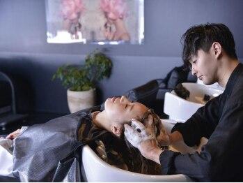 モッズ ヘア 新宿サウス店(mod's hair)の写真/髪質を底上げする≪こだわりの水≫で新しいヘアケアを!ダメージを受けた髪も指通りの良いツヤのある髪に♪