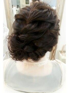 ヘアアンドメイクジップ恵比寿 (Hair&Make ZIP)編みこみサイドアップ