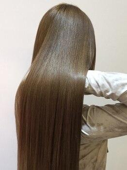 テラス(TERRACE)の写真/憧れのストレートヘアに♪「サラサラ質感」の美髪ストレートで広がり・ボリュームを自在にコントロール!