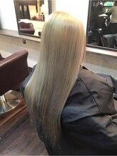 クレア ヘアー アーバン 本店(CREA hair urban)プラチナシルバー