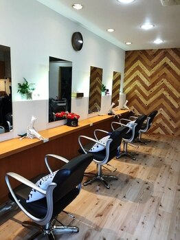 ヘアーメイクアール Hair make Rの写真/【宮原駅3分】自然美と爽やかな色合いに開放感を感じる西海岸風の店内。3人のみのプライベートサロン♪