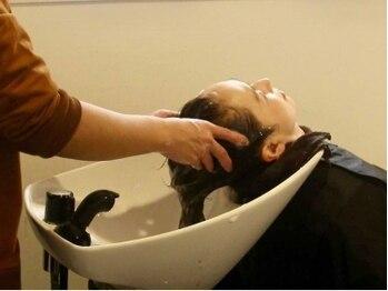 カットルームカラー 池田店の写真/髪と頭皮のケアメニューがとってもお得!カラーとケアメニューの組み合わせが人気。