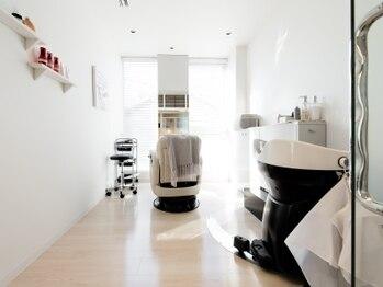 ブリリア 名古屋の写真/栄生駅徒歩5分◆完全個室の贅沢空間。美容知識豊富な女性スタイリストが、あなたの理想の髪を叶えます。