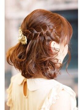 ボブハーフアップヘアアレンジ(結婚式の髪型) ナチュラルハーフアップby BACKSTAGE