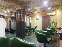 ヘアドゥ デ コントラクテ 宮の沢店(hair do Decontracte)の雰囲気(二つのスキップフロアに分かれておりゆったりと過ごせるスペース)