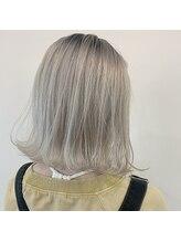 オーストヘアーリアン(Aust hair Lien)ホワイトブロンド