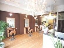 美容室 ラボンテの雰囲気(席の間も広いので、ゆったりとお過ごし頂けます。)