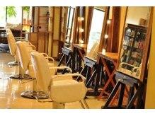 ヘアープレンデレ(hair Prendere)の雰囲気(大きな窓から差し込む光が心地よい店内。)