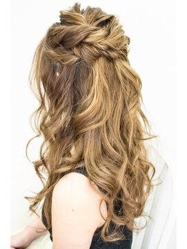 結婚式の髪型 ゆらぎハーフアップ