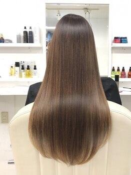 ホリー(HOLLY)の写真/TOKIO承認サロン*強度回復率140%の髪質改善トリートメントと同時に施術する【HOLLY式】TOKIOストレート♪