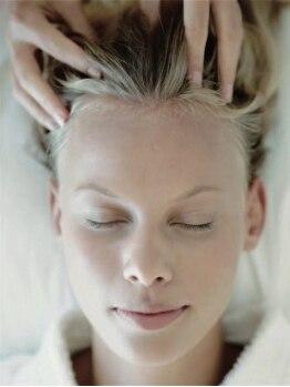 キルン (Hair salon kilun)の写真/至福のマッサージをまずは体感。極上のアロマの香りで心身ともにリラックス。