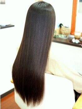 ヘアーリゾート アラック(Hair Resort Arak)の写真/【リピーター多数!縮毛矯正】ナチュラルストレートを演出する秘密は、薬剤調合と酸熱トリートメント!
