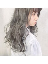 【グレーソムリエ(自称)】グレー系カラー、光に当たると透けるスモーキーな暗髪にかなり自信アリ!!!