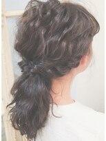 ガーデンヘアー(Garden hair)[GARDEN松岡]ルーズなひとつ結びアレンジ☆外国人風グレージュ