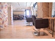 アグ ヘアー ルート 錦糸町店(Agu hair root)の雰囲気(店内の家具一つ一つこだわりを持って選んでいます。)