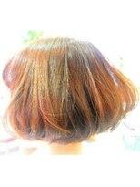 ネス(NESS)艶のピンクオレンジのベージュ系カラーボブ