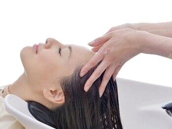 ラウラアンドロー(LAURA&RO)の写真/【毛髪診断士在籍☆】頭皮環境を整えて髪本来の美しさを実現◎豊富な知識と技術を持ったプロ技を体感して♪