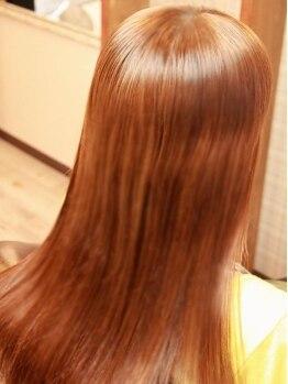 トモスボーテ(TOMOS BEAUTE)の写真/『ハホニコ3Dトリートメント』で艶髪持続、『マイクロミストスチーマー』で芯まで浸透、縮毛も艶髪仕上げ。