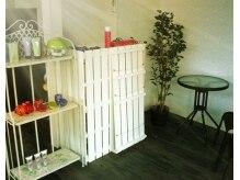 美容室ラヴィアンローズ(LaVieen Rose)の雰囲気(配置された棚たちもホワイトカラーで統一☆)
