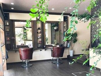 """ヘアーデザイン ルシア(Hair Design Lucia)の写真/【完全個室×貸切空間】アンティークに囲まれたシックな大人空間で、完全マンツーマンの""""贅沢時間""""を…。"""