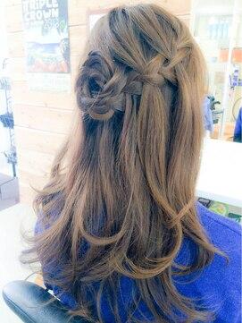 結婚式 髪型 編み込みヘアアレンジ 巻きおろし編み込みアレンジ